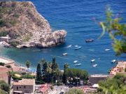 Taormina, vista su una spiaggia